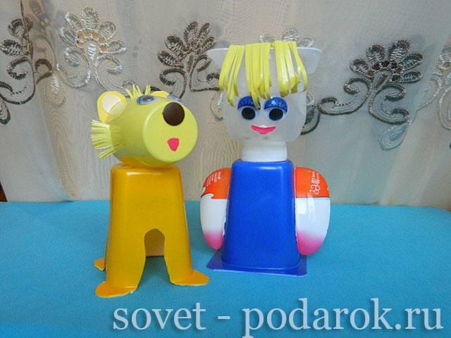 kukla-iz-plastikovykh-stakanchikov-3