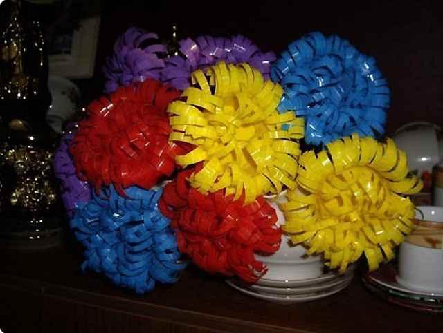 kak-sdelat-cvetok-iz-plastikovogo-stakanchika