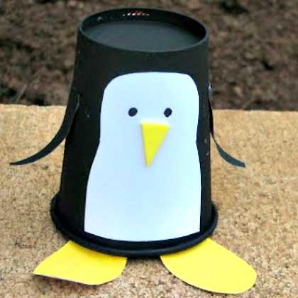 поделка из стаканчиков пингвин