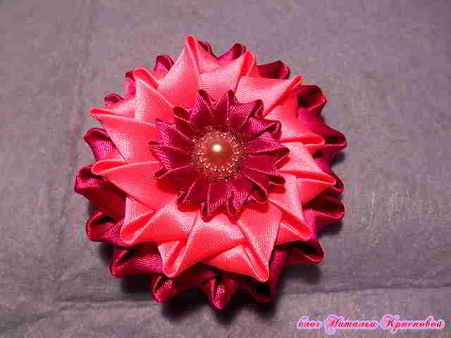 cvetok-iz-atlasnyh-lent