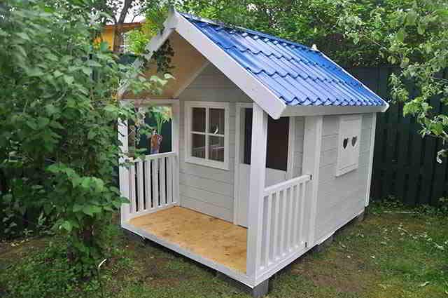Детский домик для дачи из дерева