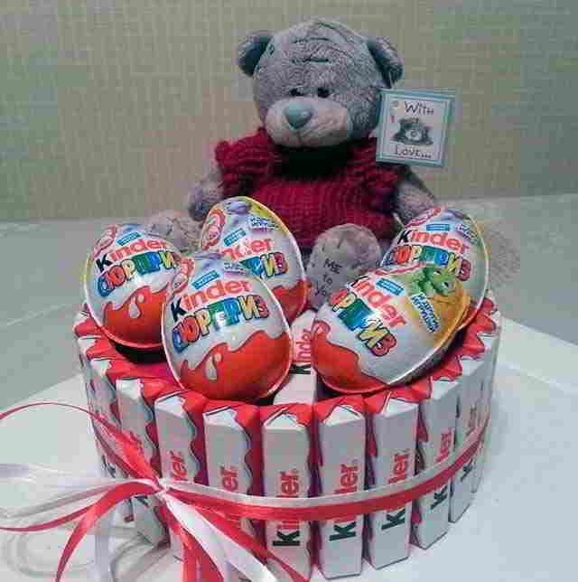 Подарки из конфет фото киндер