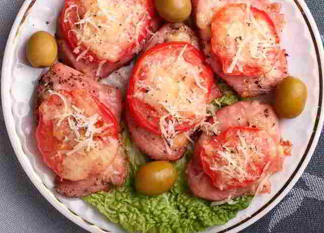 Филе индейки с сыром и помидорами
