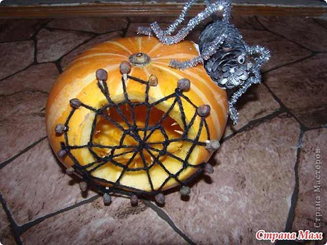 паутина с пауком из тыквы
