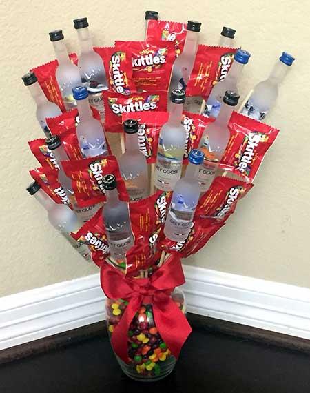 ваза с необычными цветами