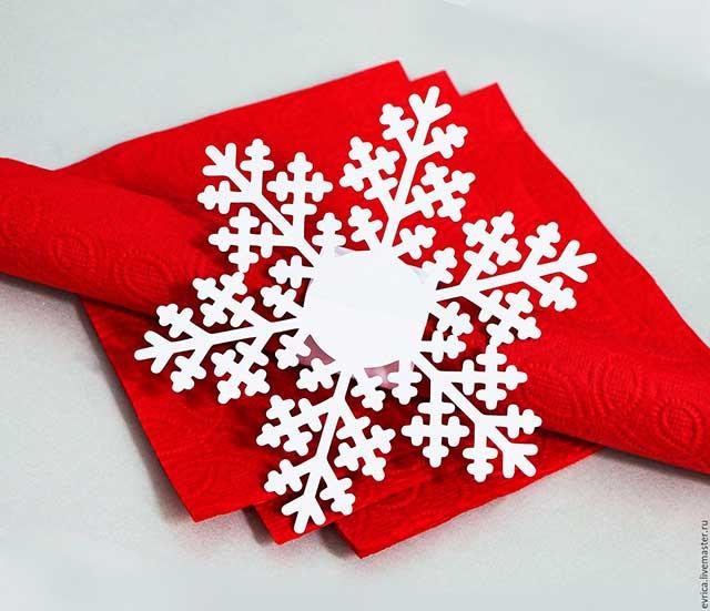 украшение из снежинок