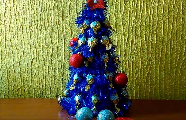 елка с конфетами