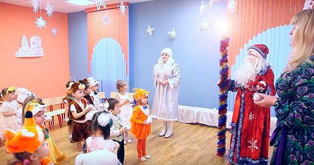 Новогодние игры и конкурсы возле ёлки для детей от 2 до 6 лет