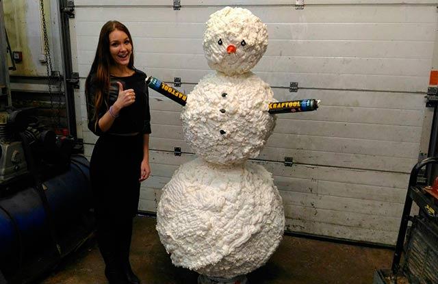 снеговик из пены монтажной