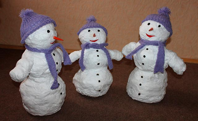 три снеговика из ваты