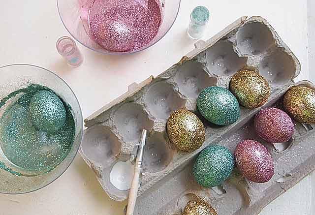 блестящие яйца к Пасхе