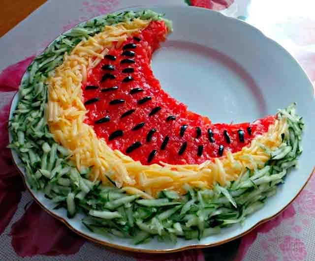 салат в виде арбуза