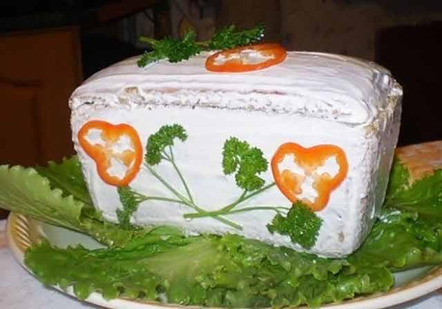 салат в виде сундучка
