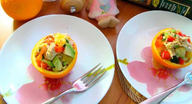салат в половинке апельсина