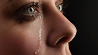 мама плачет на последнем звонке