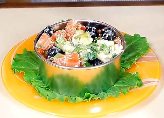 салат в формочке