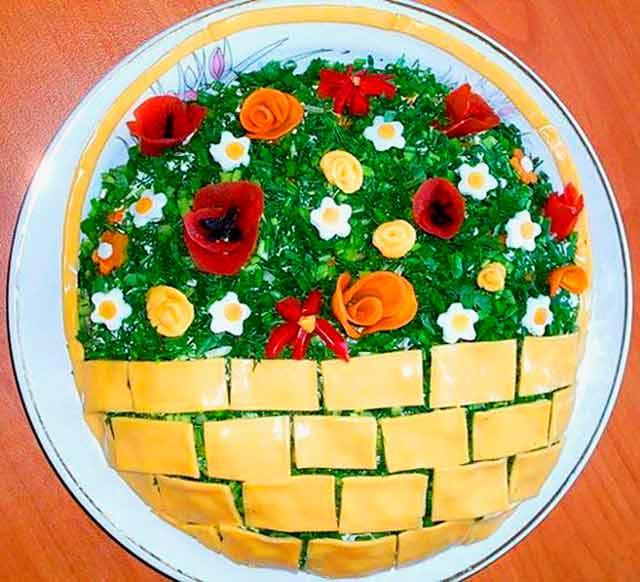 салат в виде корзинки
