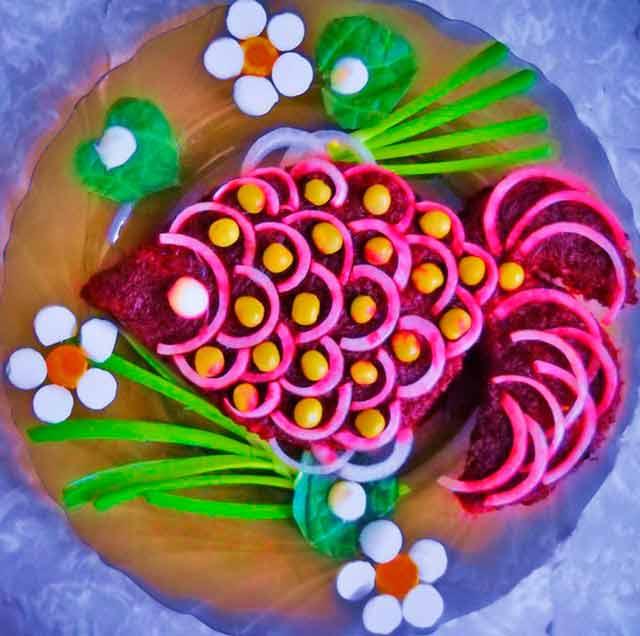 салат в виде рыбки