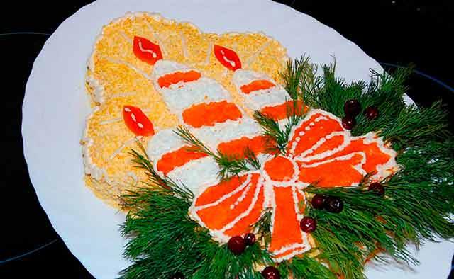 новогодний салат в виде свечки