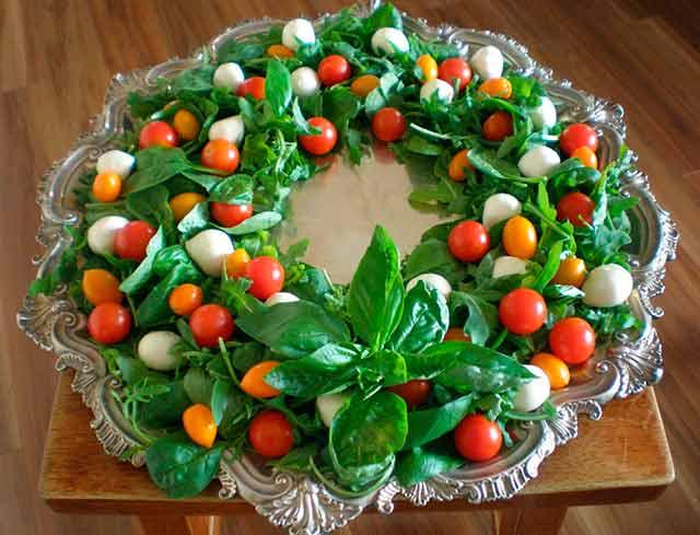 новогодний салат в виде венка