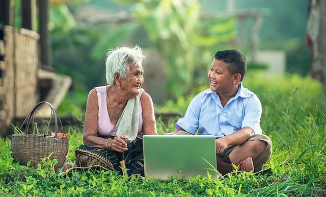 бабушка и ноутбук