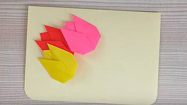 три тюльпана из бумаги