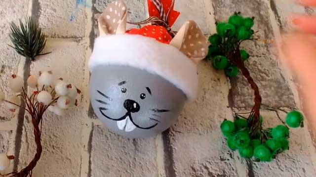 мышка в шапочке