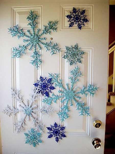 дверь в снежинках