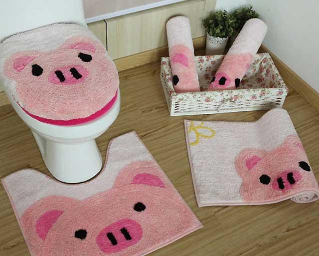 свинья на коврике
