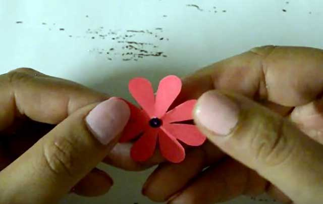 цветок со стразой