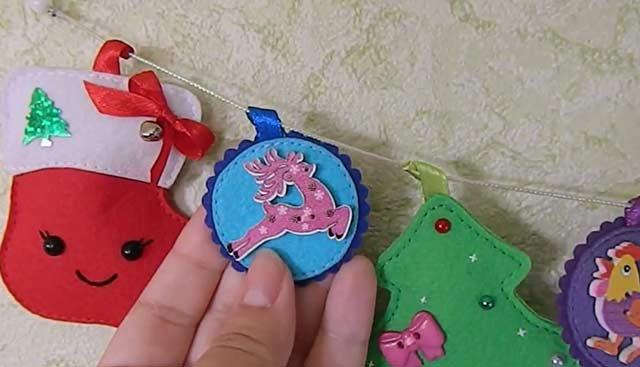 гирлянда из фетровых игрушек на Новый год
