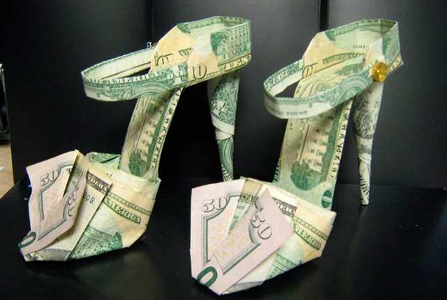 подарок девушке из денег