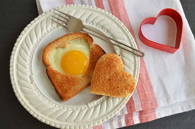 яйцо сердечком