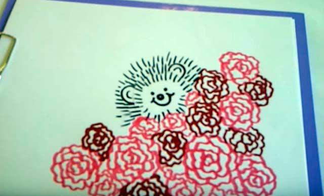 рисунок ежика с розами