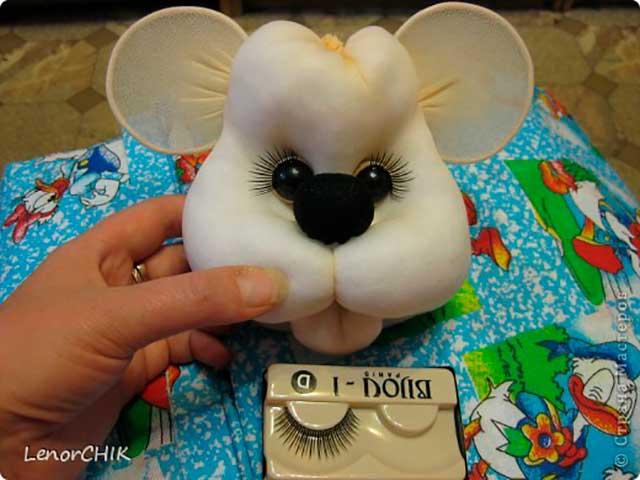 поделка мышка из чулка