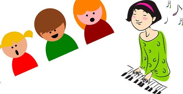 учитель музыки с детьми