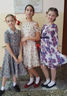 девочки в платьях