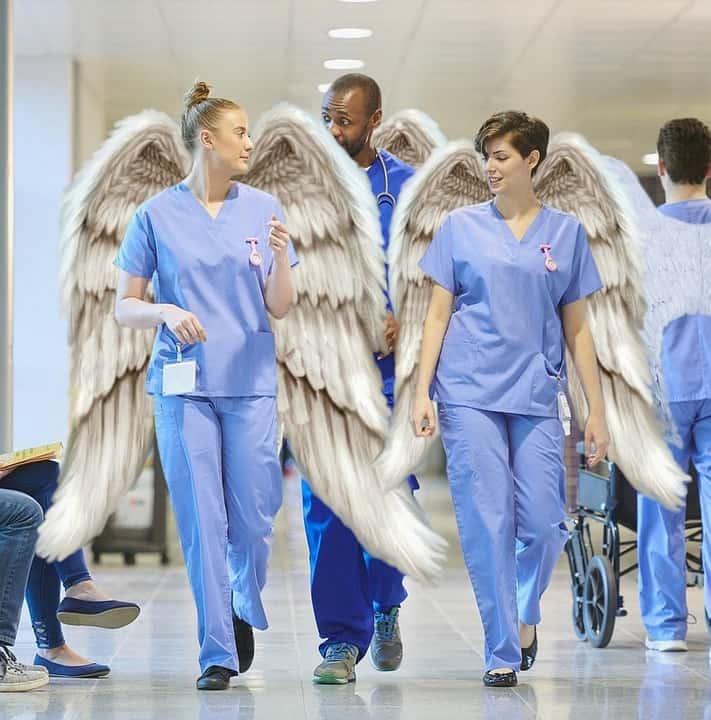 врачи с крыльями ангела