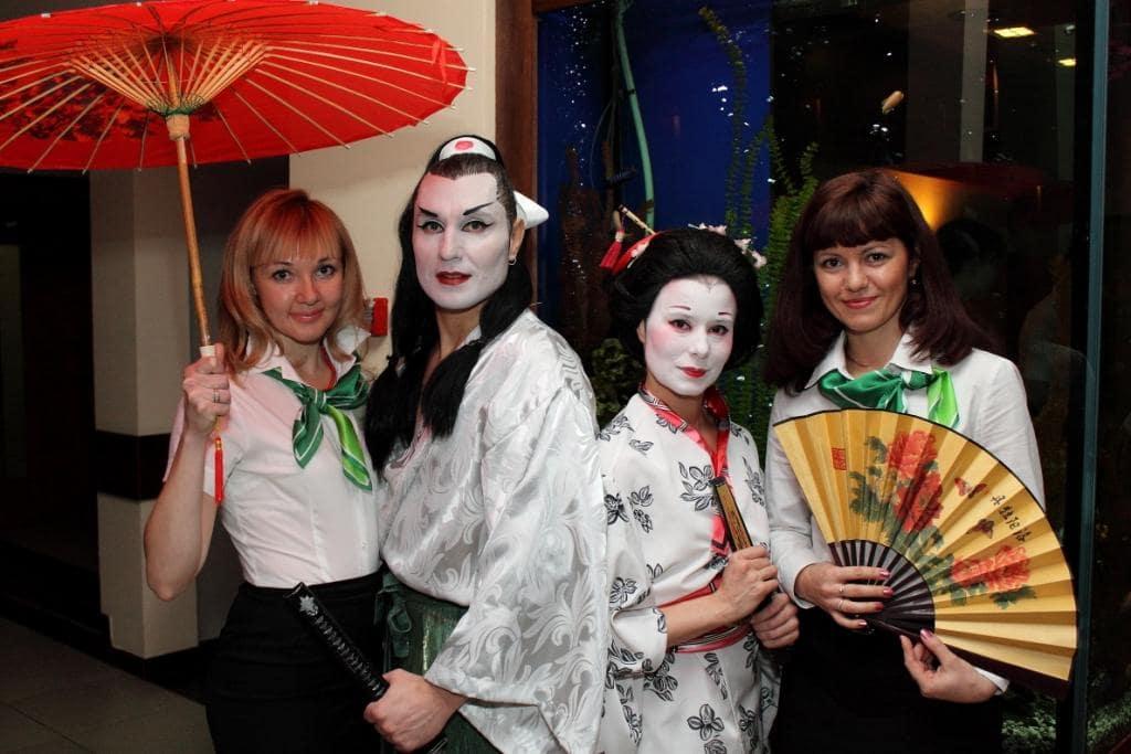 Японцы с зонтиками