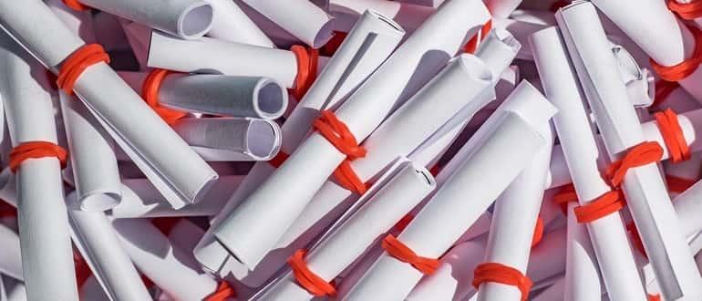 скрученные бумажки для лотереи