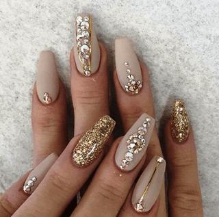 телесного цвета на длинные ногти