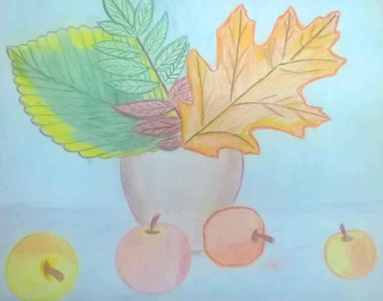 яблоки у вазы