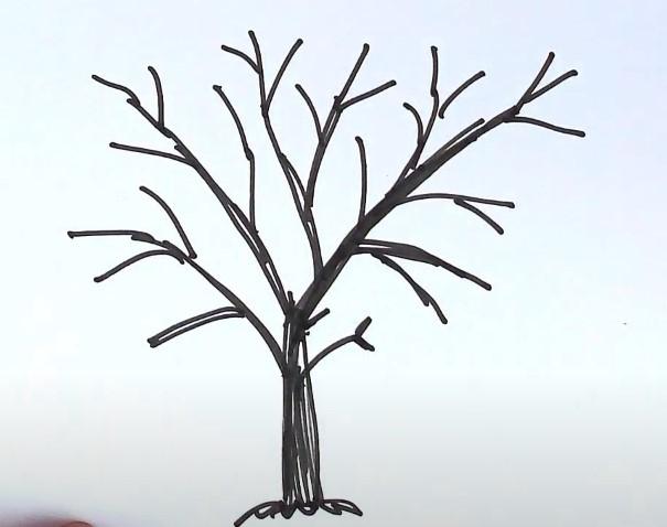 ствол дерева черным карандашом